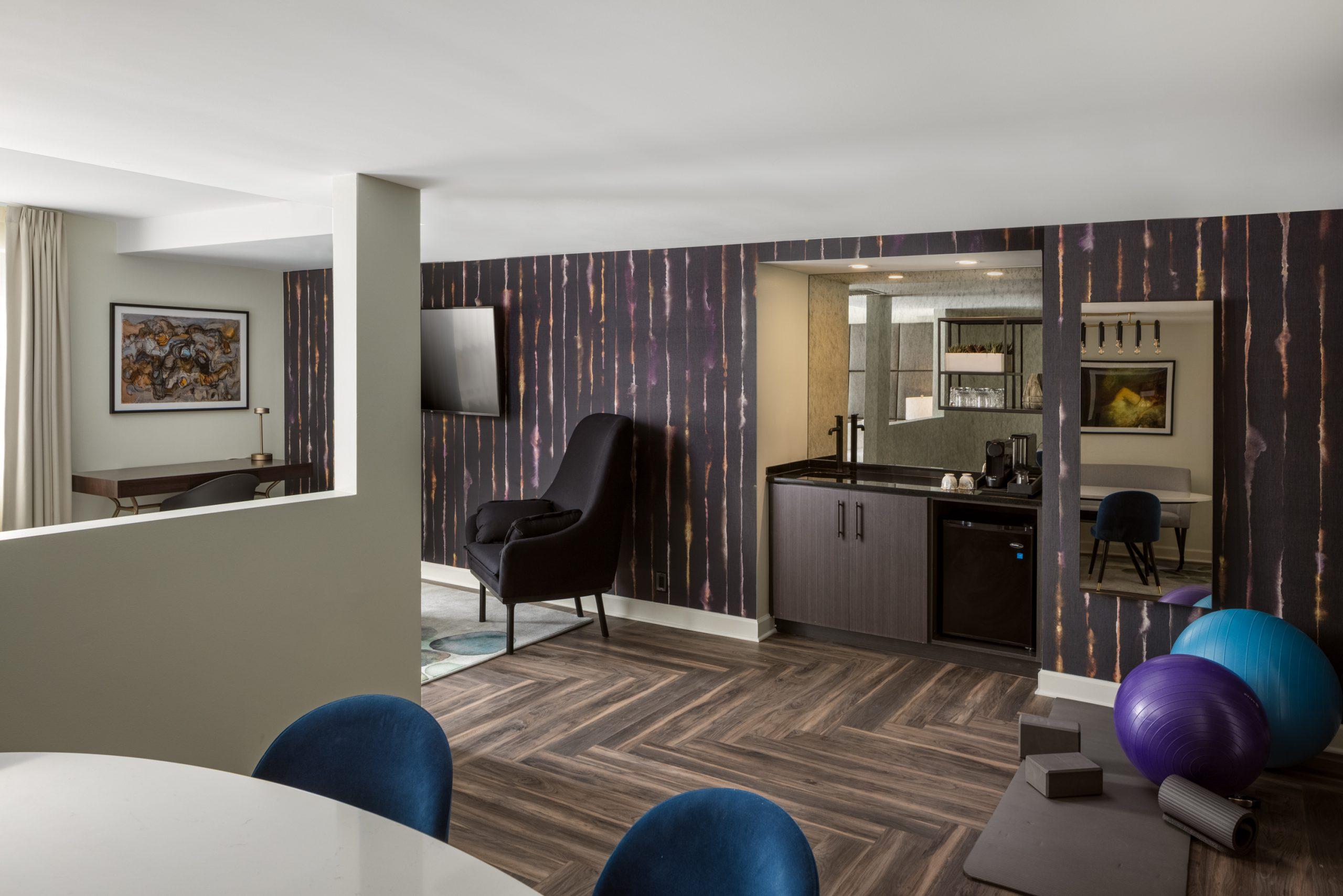 Hotel-Deco-executivekingsuite-3b